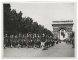 [WACs march beneath the Arc de Triomphe, 1945]